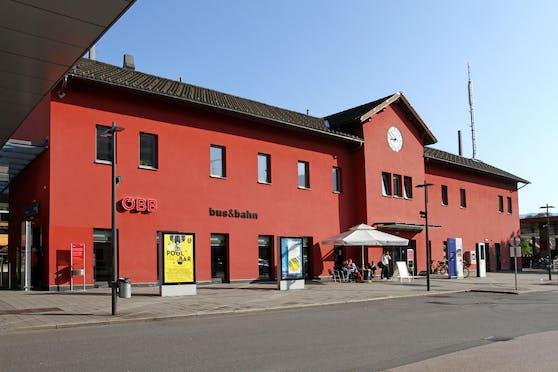 Am Dornbirner Bahnhof zeigten zwei Männer Polizeibeamte im Zuge einer Kontrolle den Hitlergruß.
