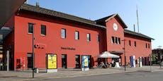 Duo zeigte Beamten am Bahnhof den Hitlergruß