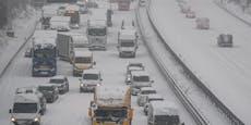 Schnee-Chaos in Deutschland bringt Verkehr zum Erliegen