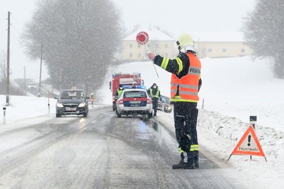 Vielerorts herrschen nach Schneefällen und bei eisigen Temperaturen widrige Fahrverhältnisse.