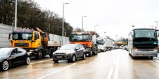 Mega-Stau nach Tunnel-Crash mit vier Lkw in Linz