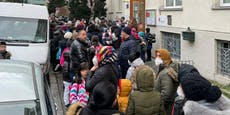 Dichtes Gedränge vor Wiener Schule wegen Corona-Test