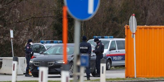 Grenzkontrolle an der Neuen Braunauer Grenze - hier am 08. Februar 2021.