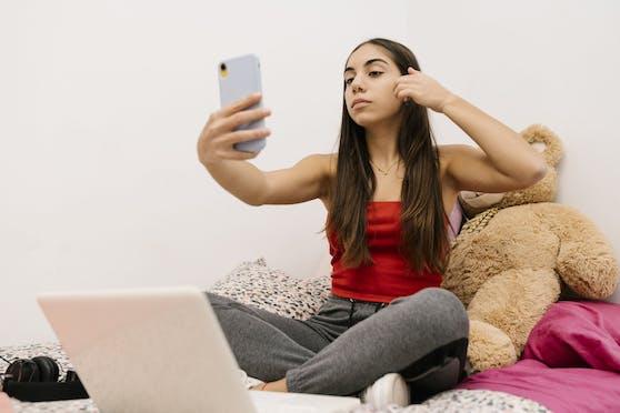 Sitzt mein Kind zu oft vor dem Laptop? Soll ich meiner Tochter das Handy wegnehmen?Eltern stehen oft vor enormen Herausforderungen, Antworten will ein neuer Podcast geben.
