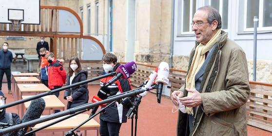 Bildungsminister Faßmann beim Besuch einer Mittelschule