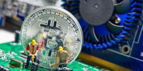 Bitcoin ist die derzeit bekannteste Kryptowährung. Es ist ein dezentrales Zahlungsmittel auf Blockchain Basis, das es seit 2008 gibt.