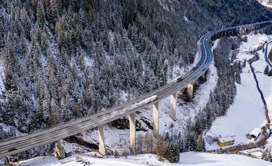 Die Brenner Autobahn A13 in Tirol.