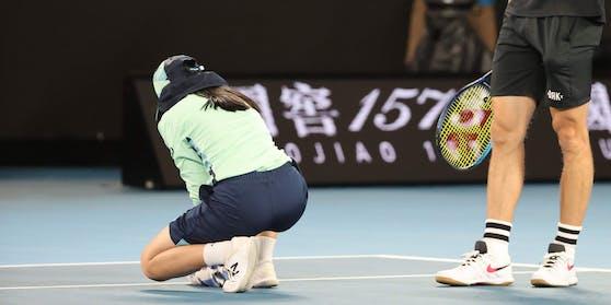 Ein Ballmädchen kollabierte bei den Australian Open.