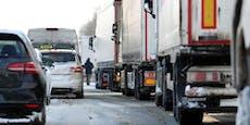 Tausende Autofahrer steckten zwölf Stunden im Stau fest
