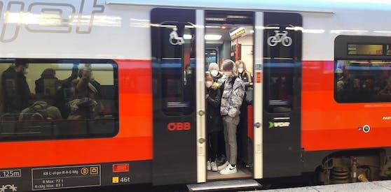 Im Lockdown light sind auch die Züge der ÖBB voller