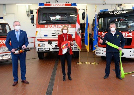 Zogen Bilanz über das Jahr 2020 der Freiwilligen Feuerwehren in NÖ (v.l.): LH-Stellvertreter Stephan Pernkopf, Landeshauptfrau Johanna Mikl-Leitner und Landesfeuerwehrkommandant Dietmar