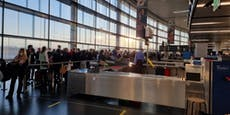 Massen stürmen ohne Sicherheitsabstand Wiener Flughafen