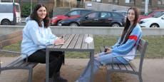 Wienerinnen warten ohne Maske auf Bus – 180 € Strafe