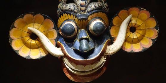 In Sri Lanka wurde ein 9-jähriges Mädchen in einem Exorzismus-Ritual zu Tode geprügelt. Im Bild: Eine srilankesische Exorzismus-Maske, die vor Hausdämonen beschützen soll.