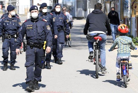 Die Wiener Polizei bei Schwerpunktkontrollen am Donaukanal.