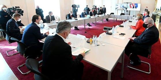 Hitzige Lockdown-Diskussion beim Krisengipfel im Kanzleramt (Archivbild). Am Montag geht es in die nächste Runde.