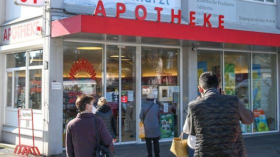 Ab sofort dürfen in Österreich auch Apotheken gegen das Coronavirus geimpften Personen den entsprechenden Nachweise ausstellen. (Archivbild)