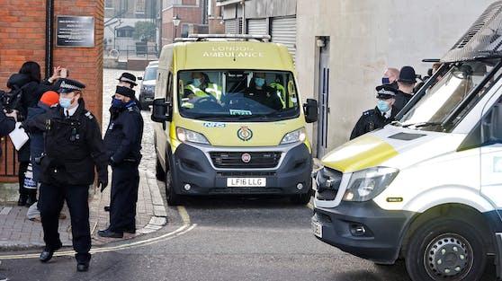 Prinz Philip muss nach einer Infektion im Februar weiterhin im Krankenhaus bleiben, übersiedelt aber Anfang März in eine andere Klinik.