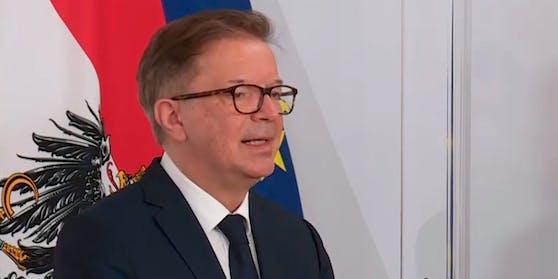 Gesundheitsminister Rudolf Anschober bei der Pressekonferenz