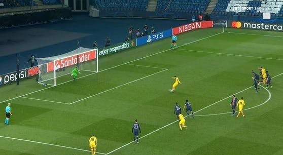 Lionel Messi vergibt den Elfmeter.