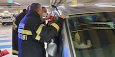 Baby in Auto eingeschlossen, Mutter rief die Feuerwehr