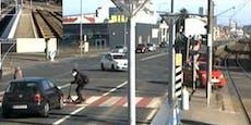 Lenker flüchtete nach Crash– Suche nach schwarzem Pkw