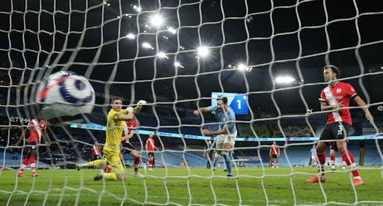 Ilkay Gündogan trifft für Manchester City.