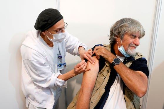 Eine Impfung mit dem Biontech/Pfizer-Vakzin am 31. Dezember 2020 in Tel Aviv, Israel.
