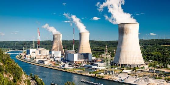 Das Atomkraftwerk Tihange in Huy (Belgium)