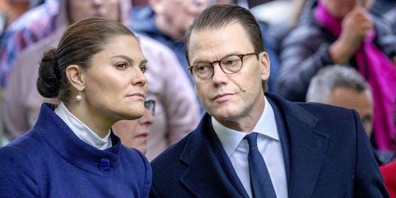 Die schwedische Kronprinzessin Victoria und Prinz Daniel haben sich mit dem Coronavirus infiziert.