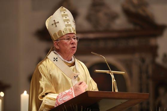 Osterfeier im Dom zu Salzburg mit dem Salzburger Erzbischof Franz Lackner.