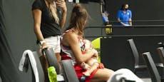Basketballerin stillt in der Halbzeitpause ihr Baby