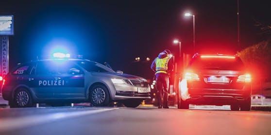 Mit 0,34 Promille Alkohol im Blut lieferte sich ein Probeführerschein-Besitzer (18) aus dem Bez. Zell am See mit der Polizei ein Rennen. (Symbolfoto)
