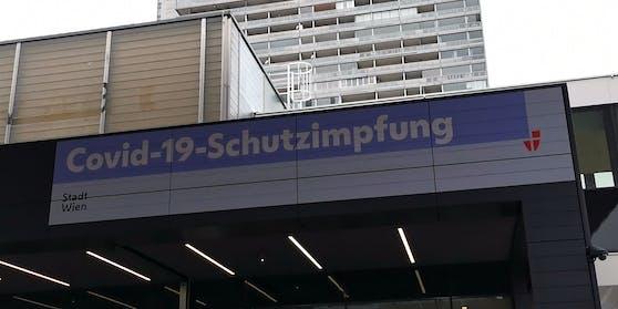 Todesfall in Warteschlange vor Wiener Impfzentrum am 14. März 2021. Eine 59-Jährige erlitt einen Herzinfarkt.