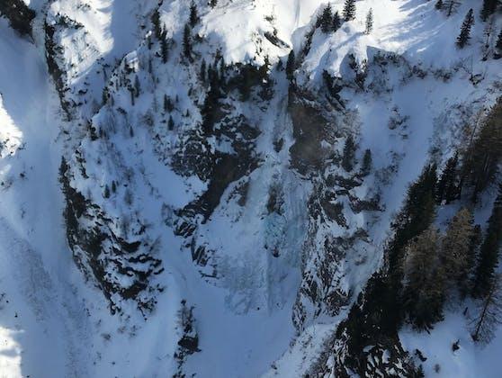 Der Skitourengeher stürzte im Bereich des Zeisch Wasserfalls ab
