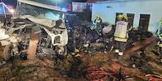 Zwei Tote bei Frontalcrash, Familie schwer verletzt