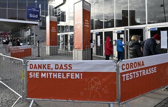 Der Zugangsbereich zur Teststraße Wiener Stadthalle aufgenommen am Freitag, 08. Jänner 2021, im Rahmen des Starts der Massentests in Wien