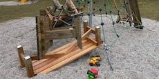 Vandalen zerstörten Spielplatz im Dunkelsteinerwald