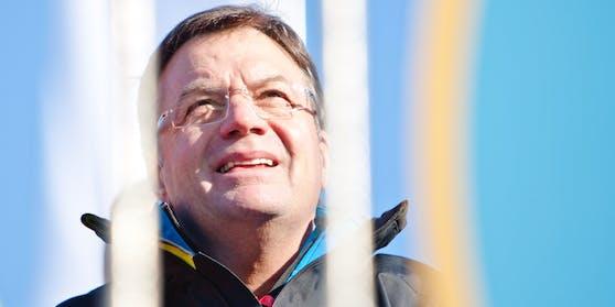Tirols Landeshauptmann Günther Platter hat sich bei einer Skitour im Bereich der Wirbelsäule verletzt.