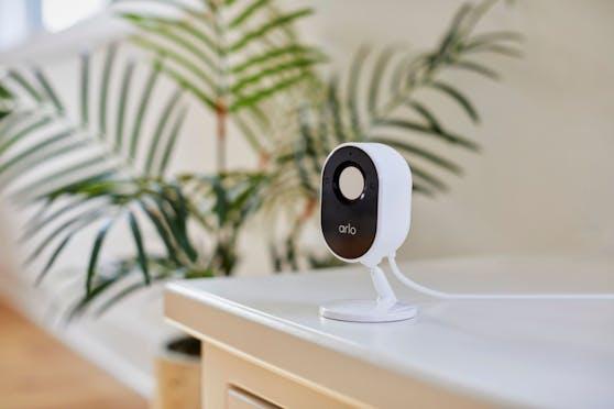 Die Arlo Essential Indoor-Kamera kann ab sofort zum Preis von 129 Euro vorbestellt werden.