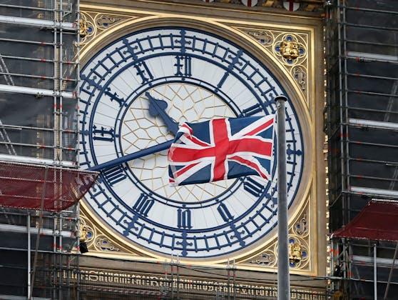 Union Jack vor dem Big Ben in London