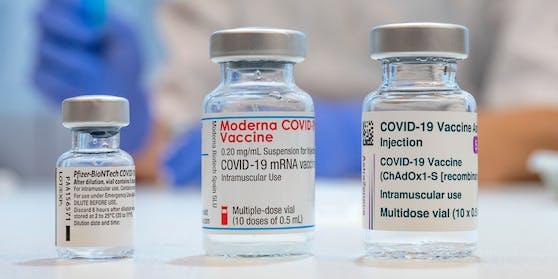 Biontech/Pfizer, Moderna, AstraZeneca oder Johnson & Johnson (nicht im Bild): Welcher Impfstoff darf es sein?