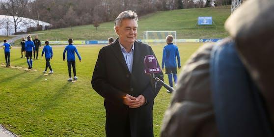 Sportminister Werner Kogler beim Nachwuchs-Training der Vienna.