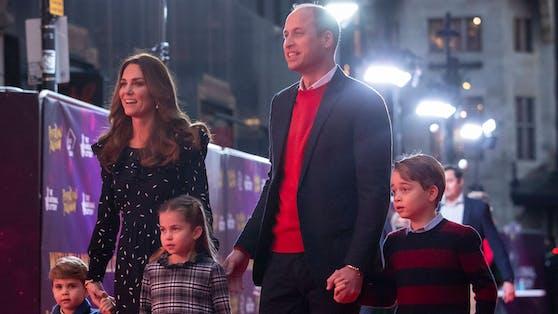 Herzogin Catherine und Prinz William zusammen mit ihren Kinder (v.li.) Prinz Louis, Prinzessin Charlotte und Prinz George.