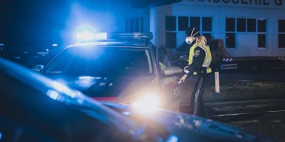 Polizeieinsatz mit Blaulicht in Salzburg. Symbolbild
