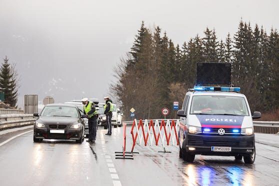 Ausreisetest-Kontrolle durch die Polizei. (Symbolbild)