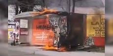 Bushaltestelle in Wien-Floridsdorf steht in Flammen