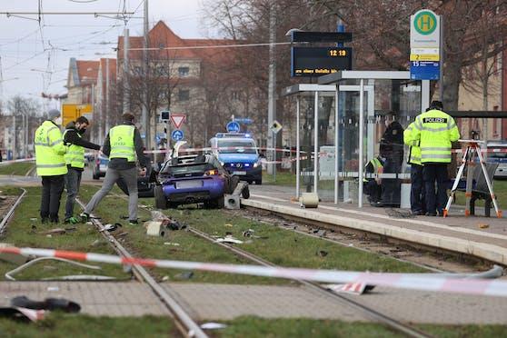 In Leipzig fuhr ein Autolenker in eine Menschengruppe, zwei Personen starben.