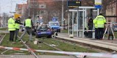 Autofahrer fährt in Fußgängergruppe – drei Tote