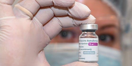 In mehr als einem Dutzend Ländern wurde ein Impfstopp für das AstraZeneca-Vakzin verhängt